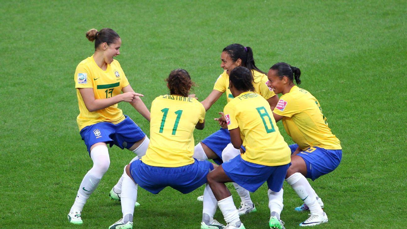 Presidente da Fifa diz que futebol feminino será visto de outro modo a partir de 2019