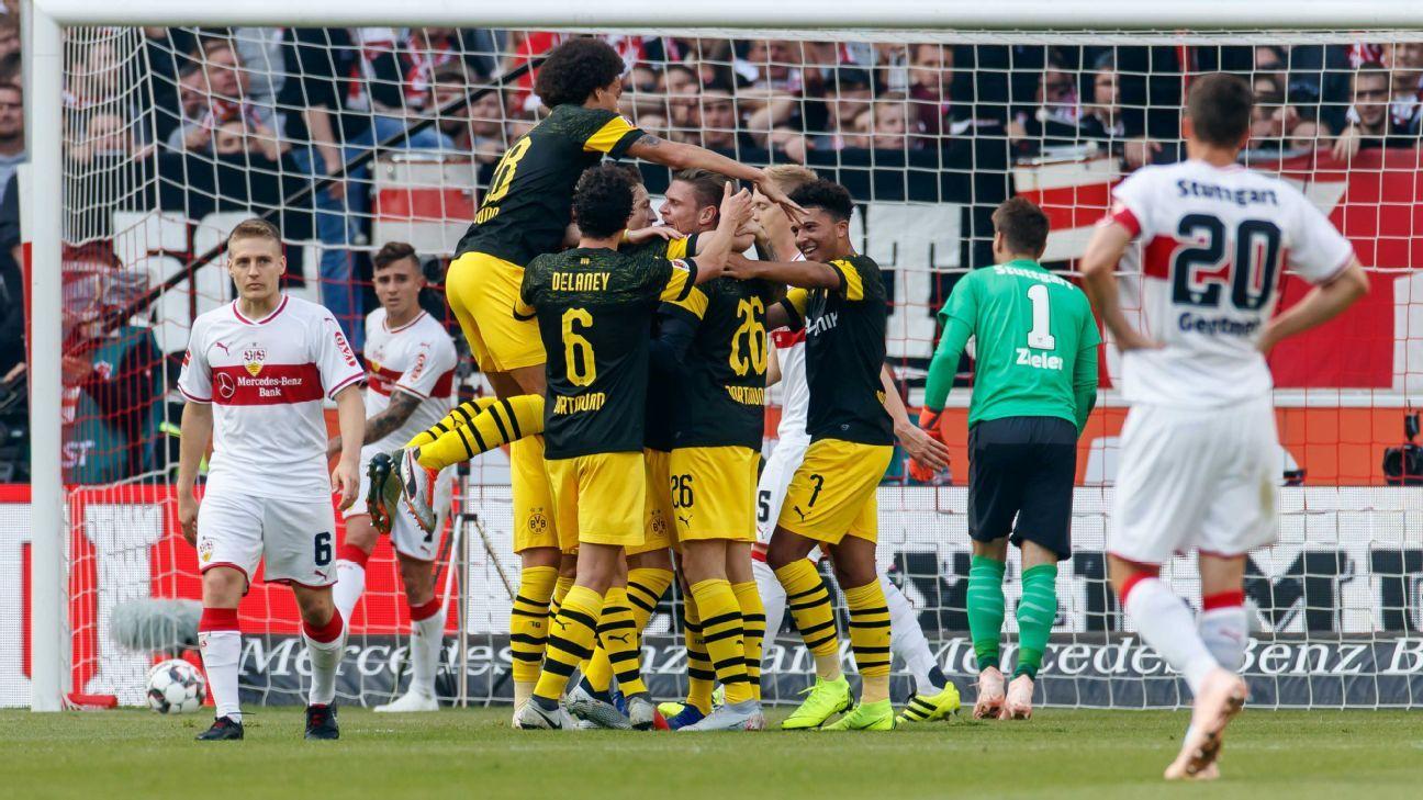 Paco Alcacer scores again as Borussia Dortmund hammer Stuttgart