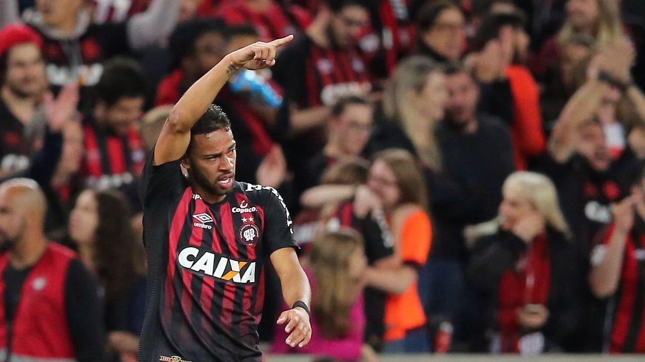 Atlético-PR joga final da Sul-Americana para se tornar primeiro 'regional' do Brasil a conquistar torneio internacional no campo