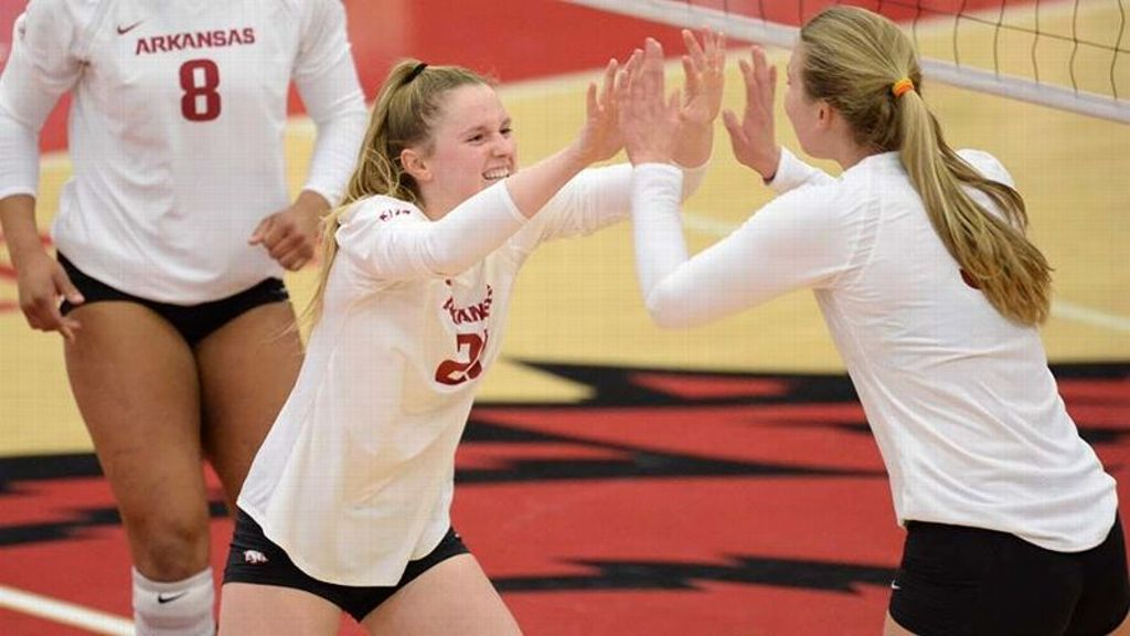 Arkansas records third SEC sweep