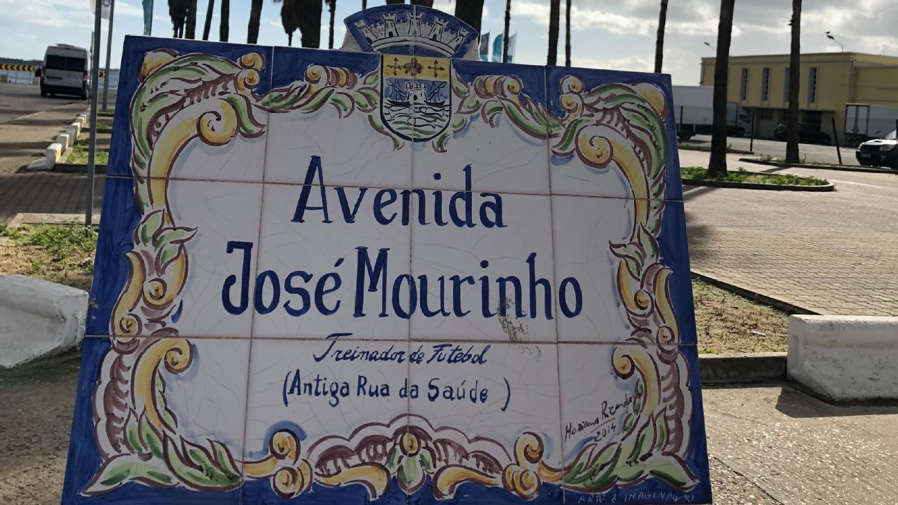 Manchester United manager Jose Mourinho has full support of his hometown, Setubal