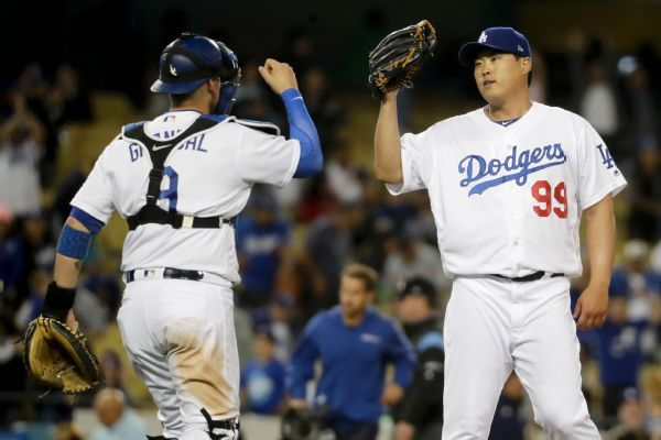 Dodgers LHP Hyun-Jin Ryu signs qualifying offer, C Yasmani Grandal turns it down