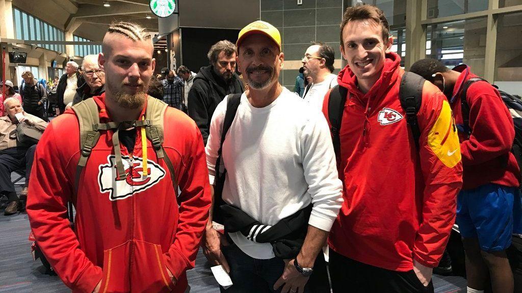 Centenas de aficionados de los Chiefs viajan hacia México