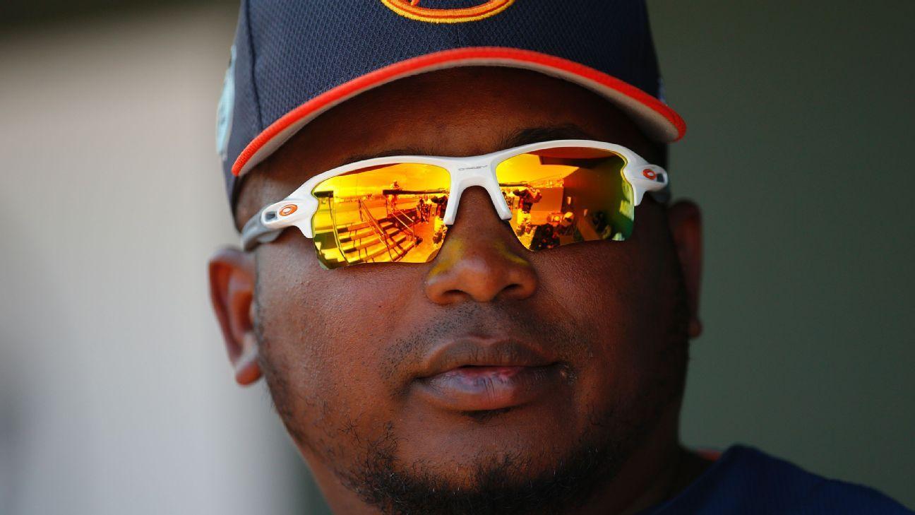 Rays contratan a dominicano Rodney Linares como coach de 3B