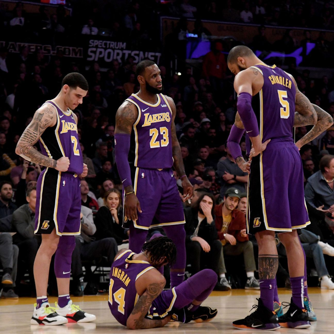 Los Angeles Lakers Star LeBron James Ignores Criticism And Scores 20 In Fourth Quarter