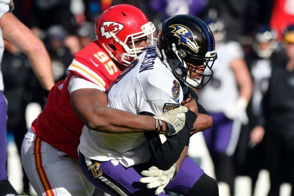 Chiefs' Chris Jones sets record with sack in 9th straight game