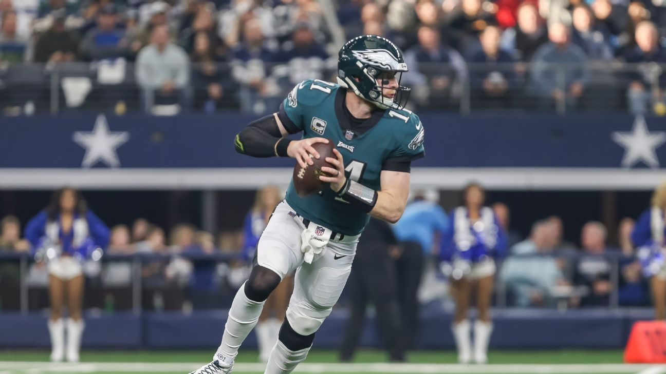 Preocupa a los Philadelphia Eagles la espalda de Carson Wentz