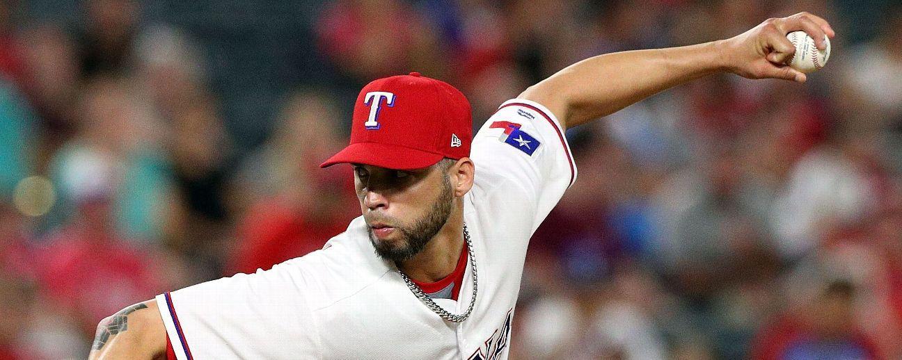 Brewers adquieren a pitcher boricua Alex Claudio de los Rangers.