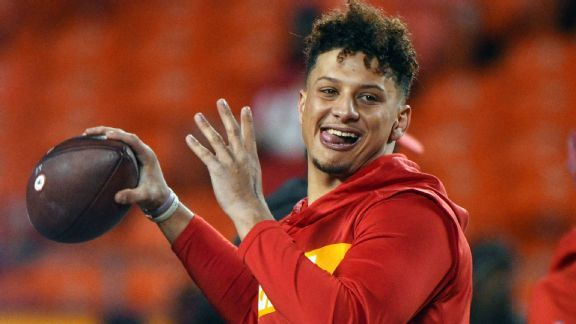 Watch: Patrick Mahomes takes his time for nonchalant TD toss