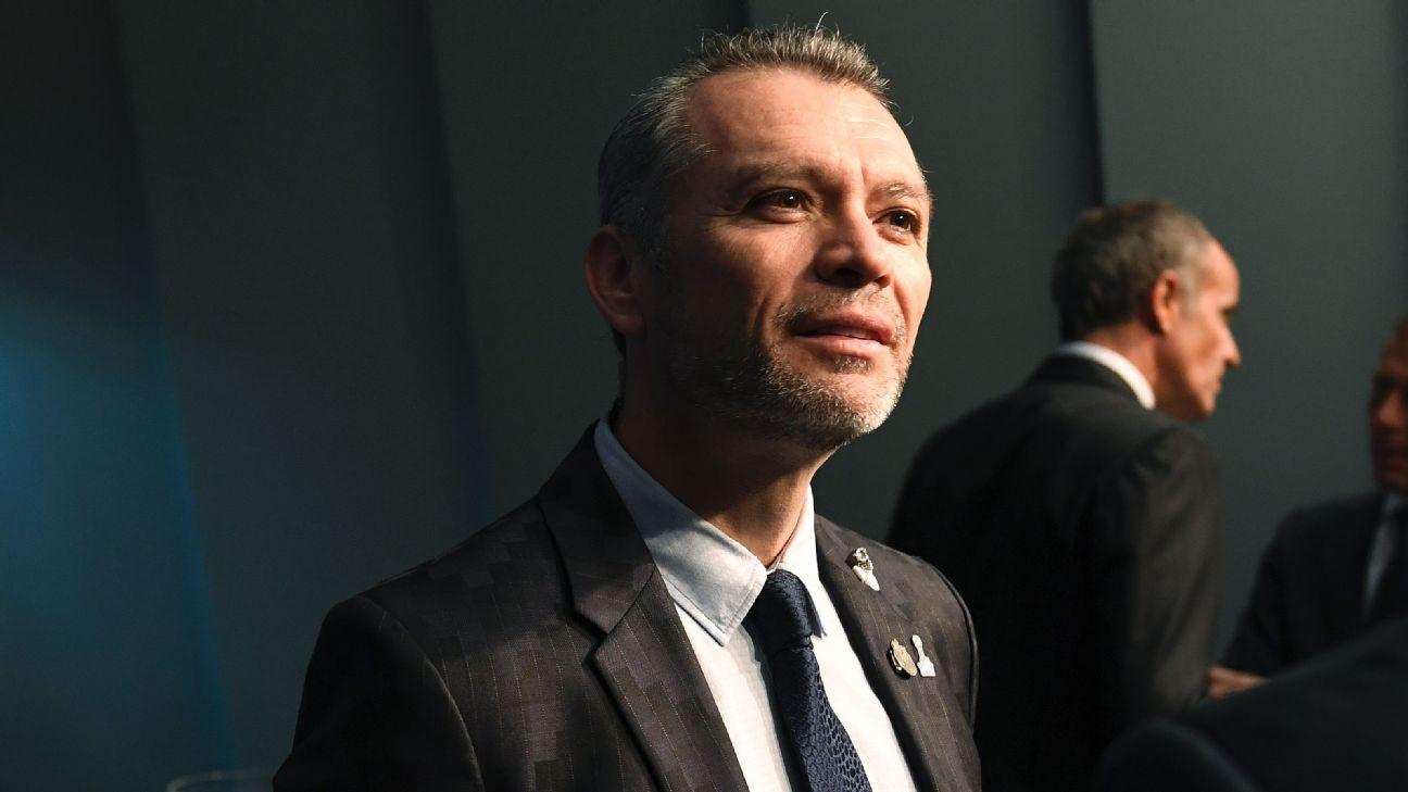 Critican a José Luis Higuera por felicitar a Matías Almeyda