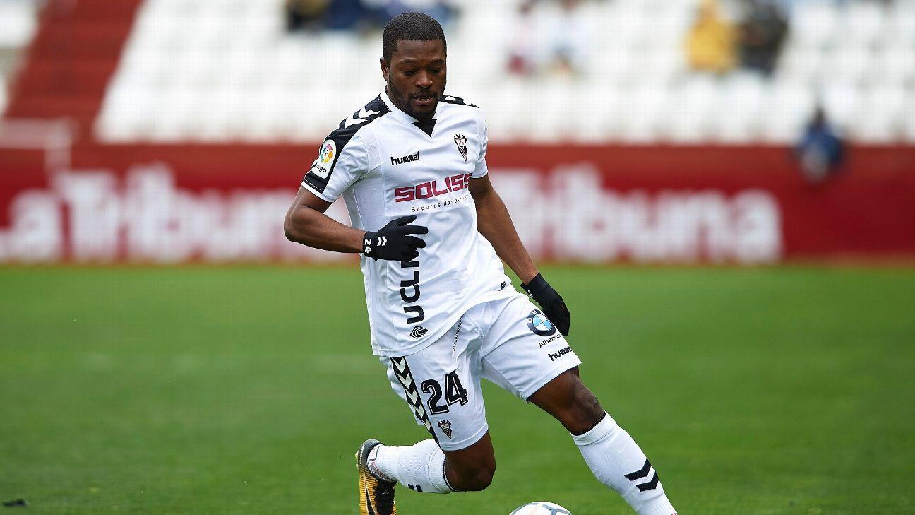 Racismo entre jogadores: 'Tenho um jogador chorando no vestiário', revela treinador de clube espanhol