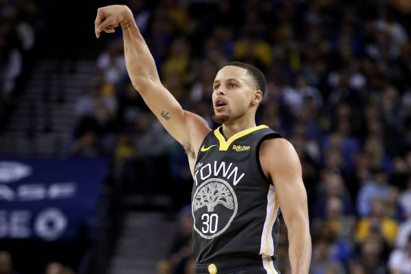 Stephen Curry wows Warriors with third straight game with eight-plus 3-pointers