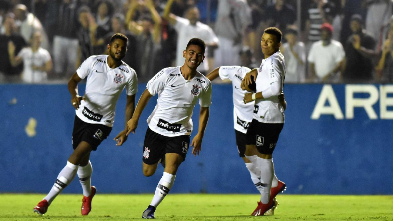 Corinthians vence Grêmio com falha bizarra e enfrenta o Vasco na semi da Copinha