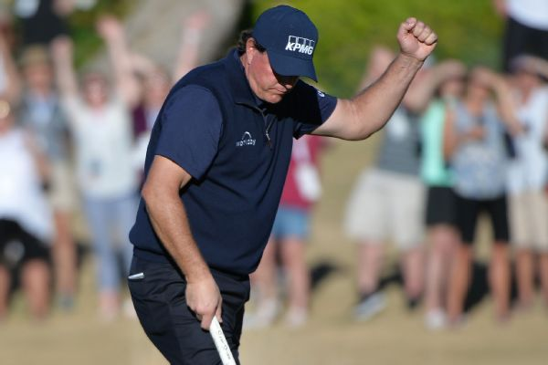 Phil Mickelson maintains 2-shot lead after 66 in Desert Classic