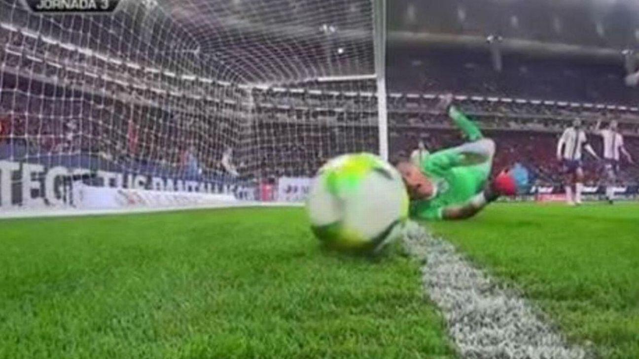 Árbitro revisa lance por 7 minutos no VAR, anula gol contra o Chivas e revolta Toluca no Mexicano