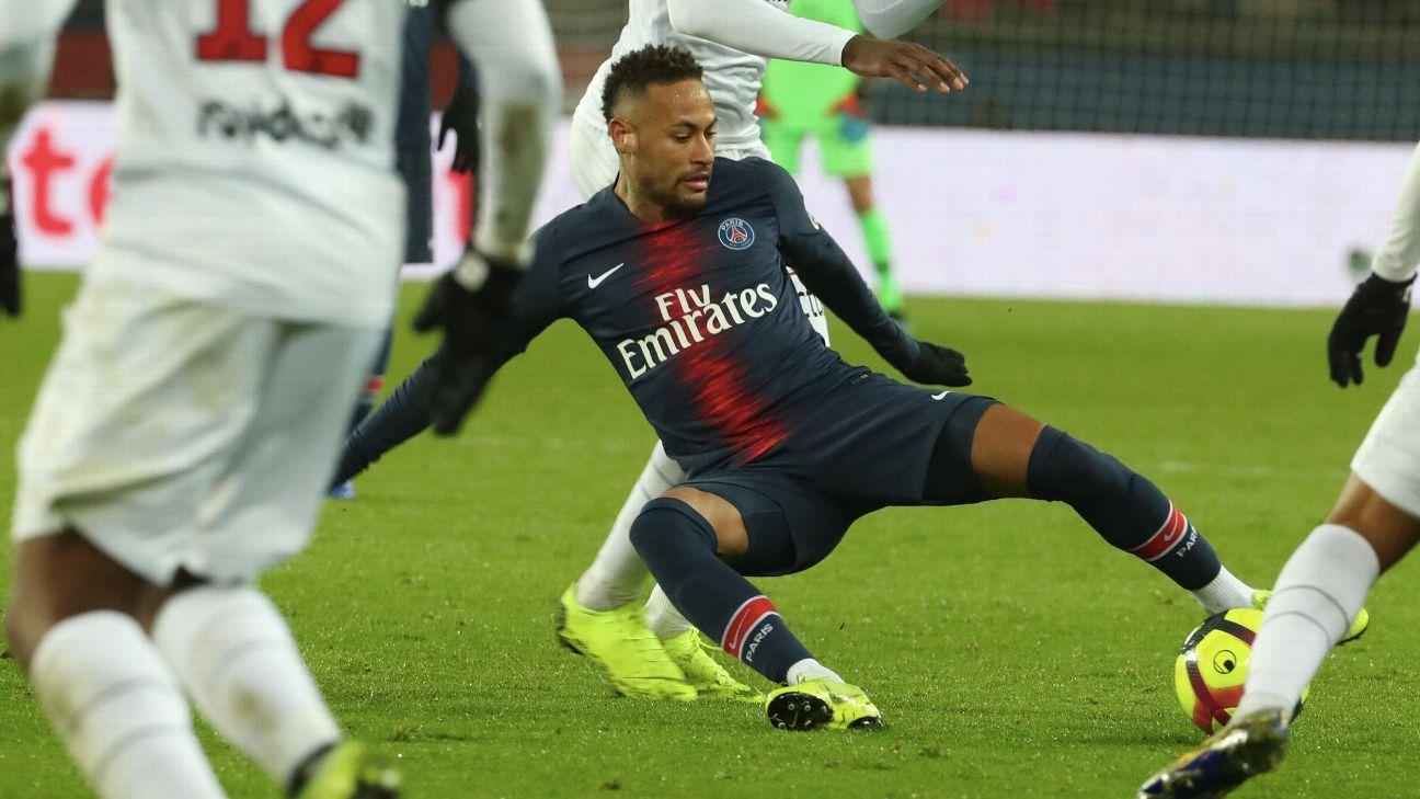 Neymar sufre una recaída de su lesión en el pie derecho