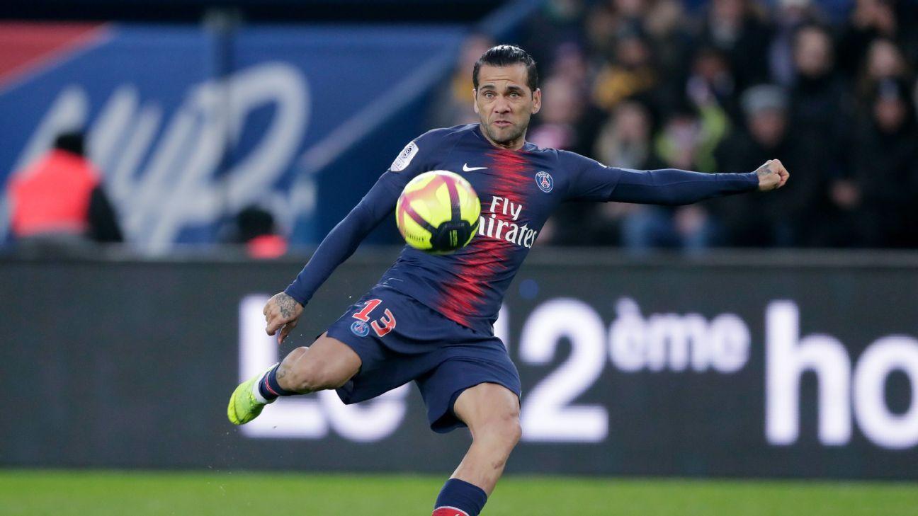 Paris Saint-Germain to hold Dani Alves contract extension talks - sources
