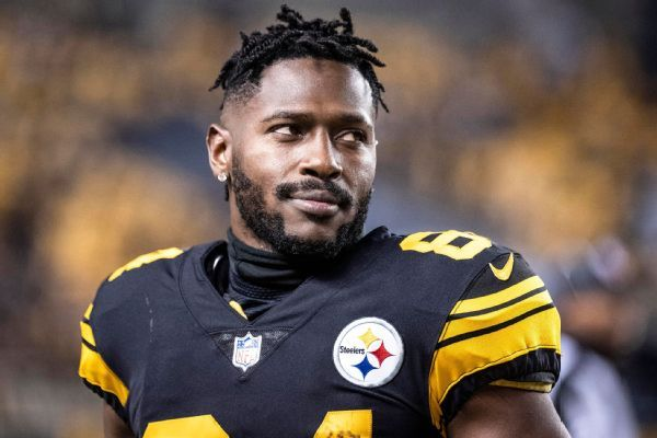 Antonio Brown addresses trade request with fans on Twitter