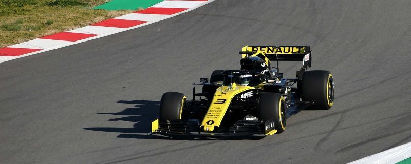 Daniel Ricciardo completes first laps as a Renault driver