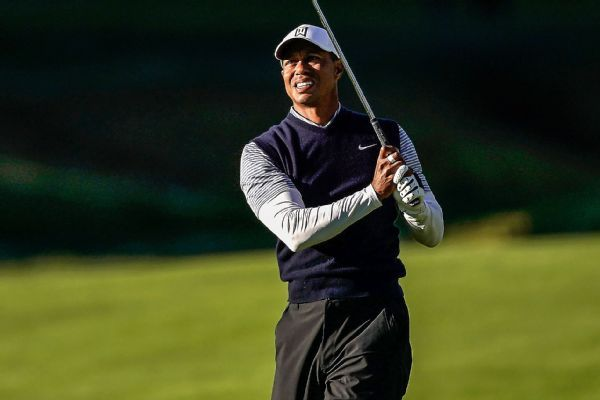 Tiger Woods falls from contention after No. 7 birdie, cites 'long week'