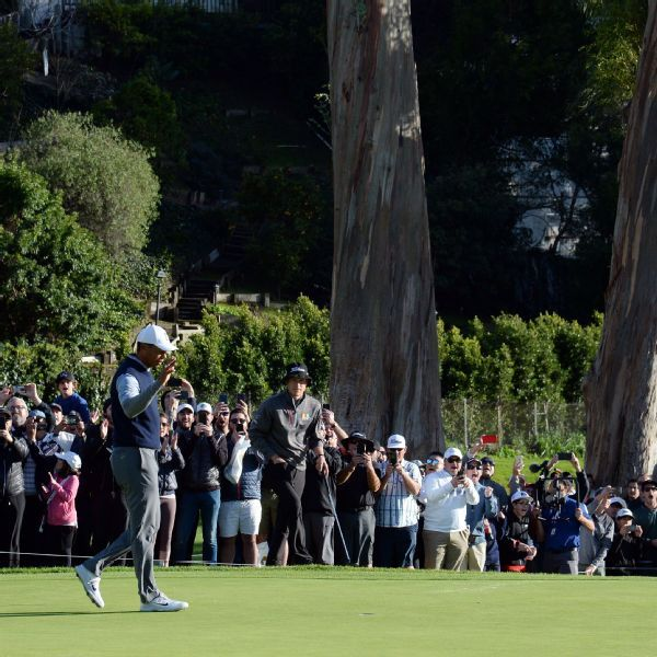 Tiger Woods begins third round at Riviera with eagle, three birdies; play suspended again