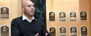 Dedican puerta a Mariano Rivera en aeropuerto JFK