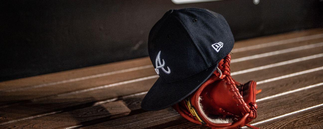 Peloteros de MLB piden no cerrar fábrica de gorras en New York