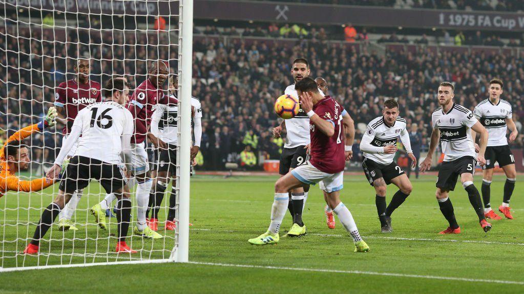 Con gol polémico de Chicharito, el West Ham de Pellegrini derrotó al Fulham