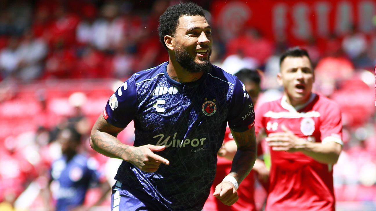 Ex-Corinthians e hoje no México, Kazim faz gol, leva dois amarelos em 1 minuto, e técnico dispara: 'Foi irresponsável'