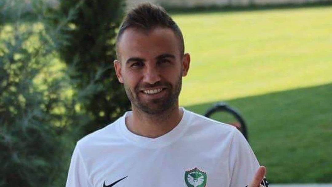 Jogador turco é banido do futebol por atacar adversários com lâmina