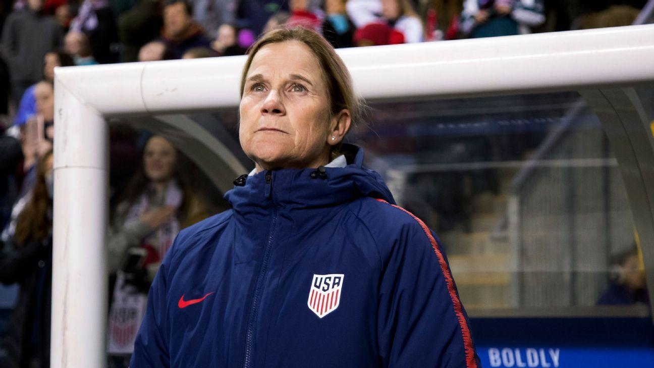 Entrenadora de Estados Unidos apoya demanda de jugadoras