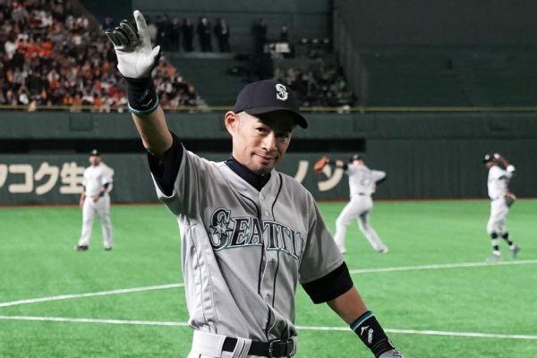 Ichiro gets a hero's welcome in Tokyo opener