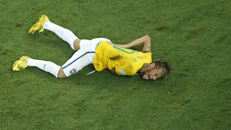 Mãe de Neymar relembra lesão na Copa e chora: 'Foi duro saber que meu filho poderia ir para cadeira de rodas'