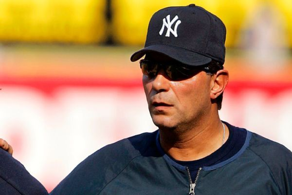 Yanks guest instructor Mazzilli struck by BP ball