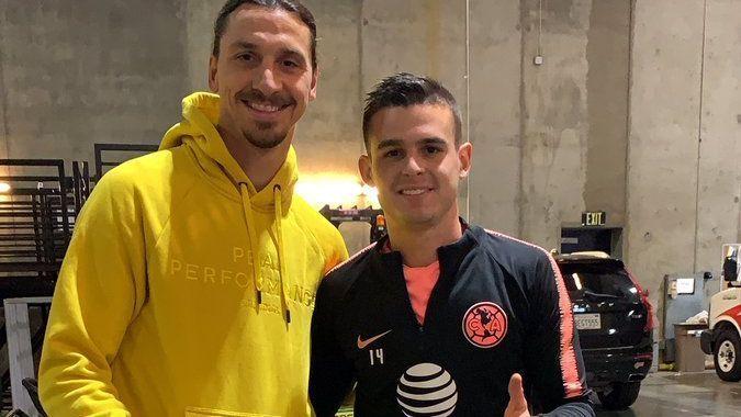 Jugadores del América presumen foto con Zlatan Ibrahimovic