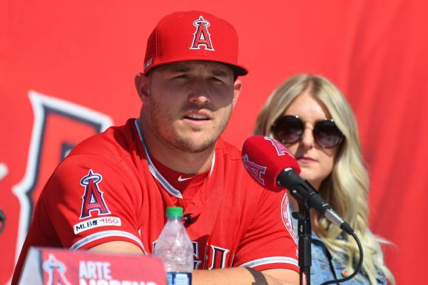 Trout: I 'never' thought about leaving Angels