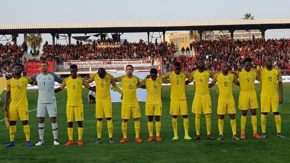 Copa da África usa celular para tocar hino de seleção, telefone toca, corta música e causa cena bizarra