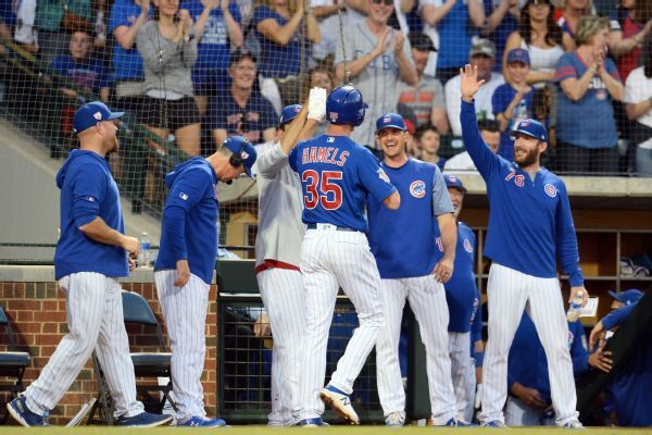 Cubs' Hamels gets hole-in-one, then hits homer