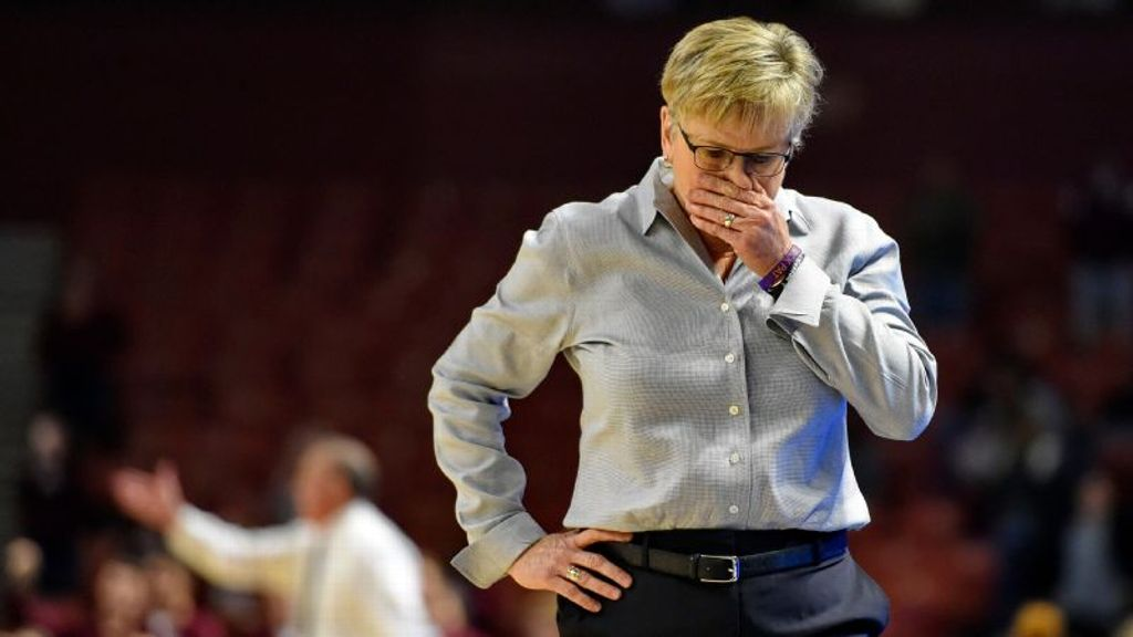 Tennessee relieves Warlick after seven seasons