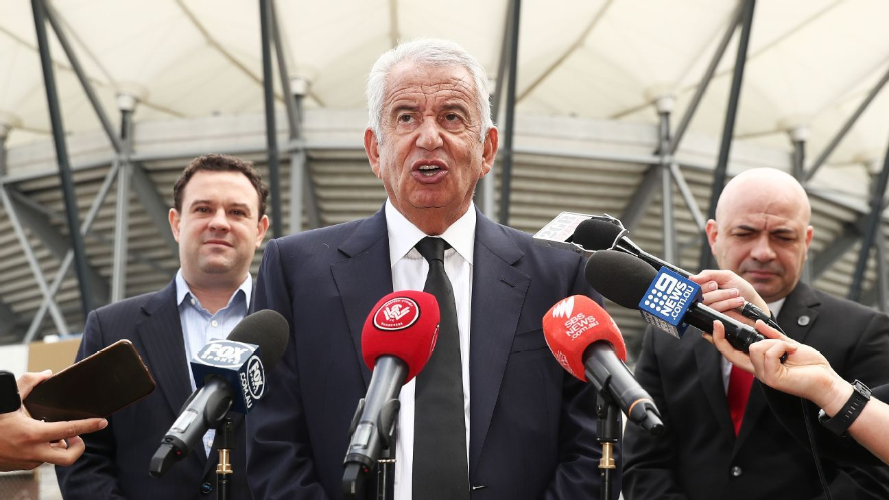 A-League clubs, Professional Footballers Australia want independent competition by July
