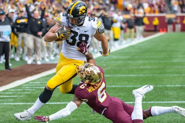 Lions grab top TE Hockenson with No. 8 pick