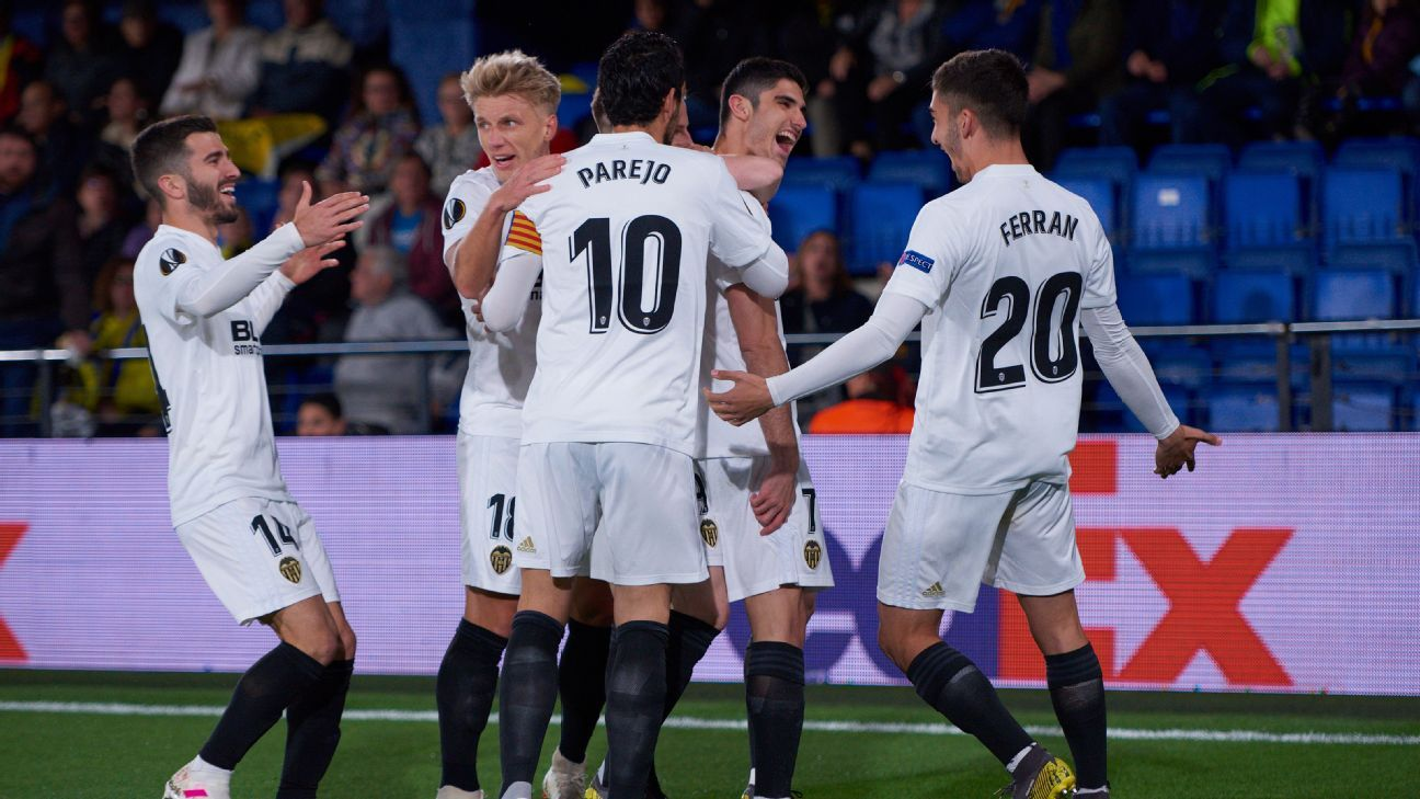 Injury-time double puts Valencia in Europa driving seat over Villarreal