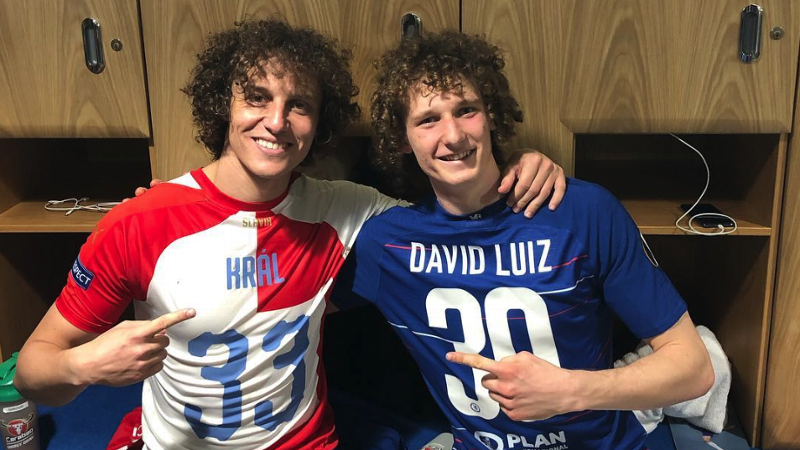 Chelsea's David Luiz meets his doppelganger from Slavia Prague
