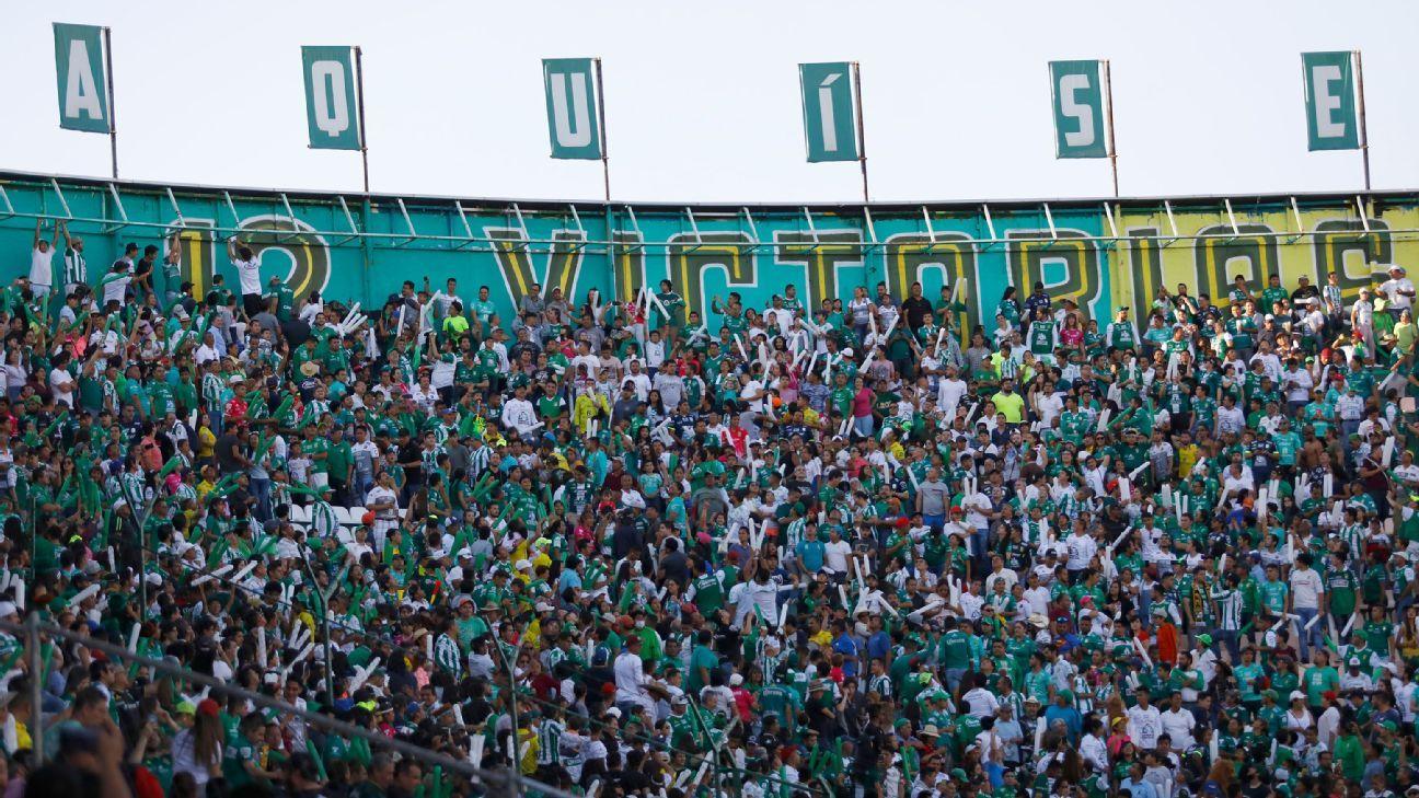 Afición de León celebra 12 victorias con mural