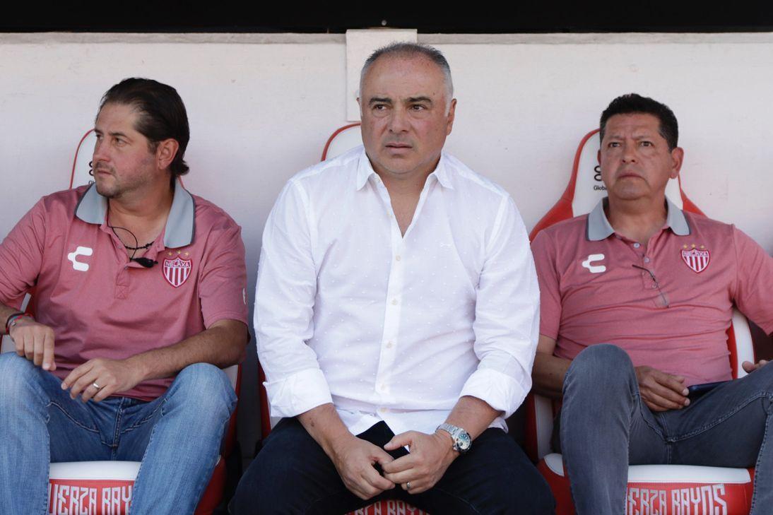 Memo Vázquez se siente afectado por arbitraje