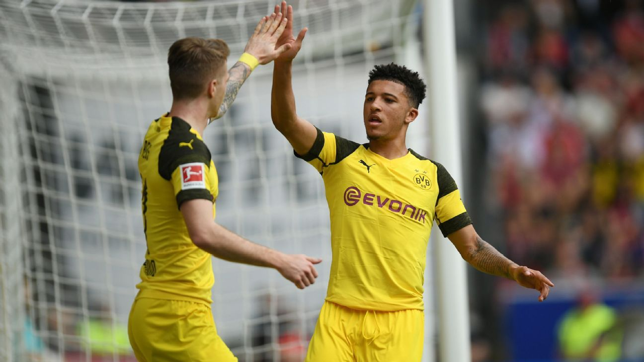 Dortmund crush Freiburg to stay on Bayern's heels