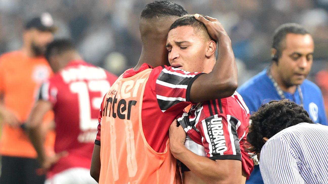 Cuca explica confusão em premiação de vice do São Paulo: 'Tinha jogador chorando'