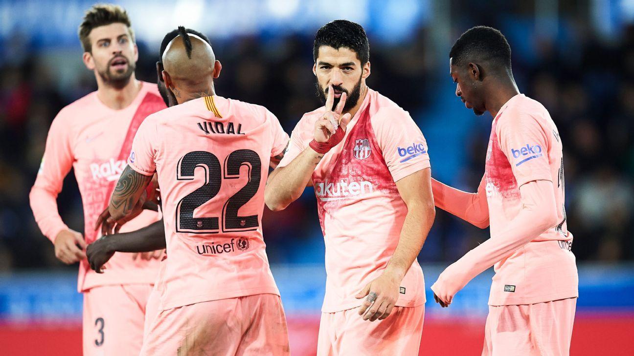 Com gol de promessa e outro de Suárez, Barcelona vence Alavés e coloca mão na taça de LaLiga