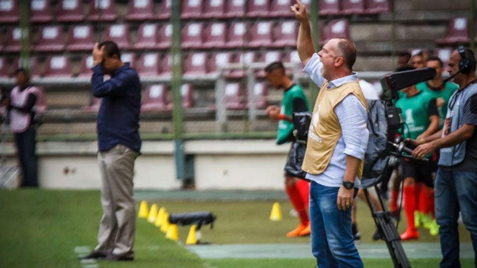 Mano Menezes comemora momento do Cruzeiro na Libertadores, mas lembra: 'É a primeira fase'