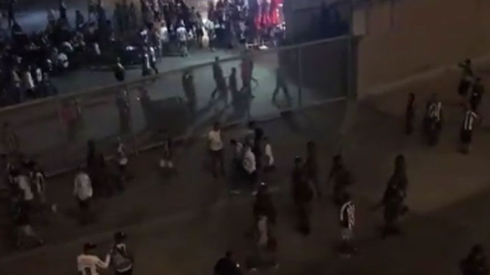 Atlético-MG: Confusão e confronto entre torcedores e polícia marcam eliminação do time da Libertadores